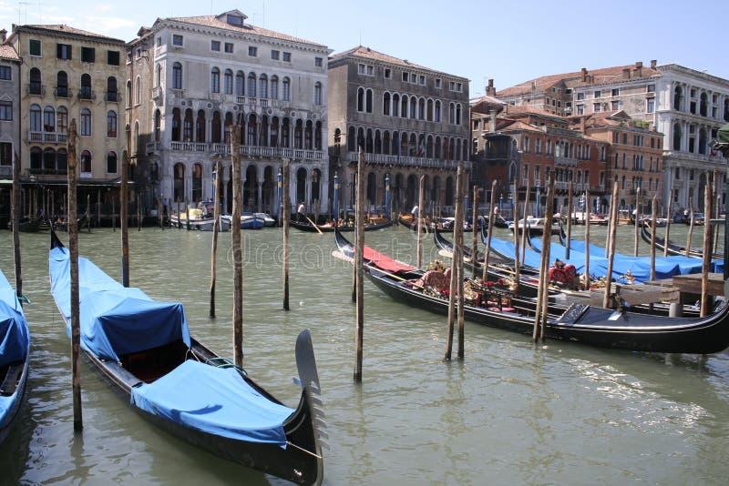 Venedig gondoler på den storslagna Canalen arkivfoto