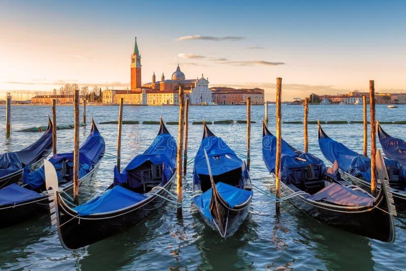 Venedig gondoler p? soluppg?ng p? Grand Canal, Venedig, Italien royaltyfri bild