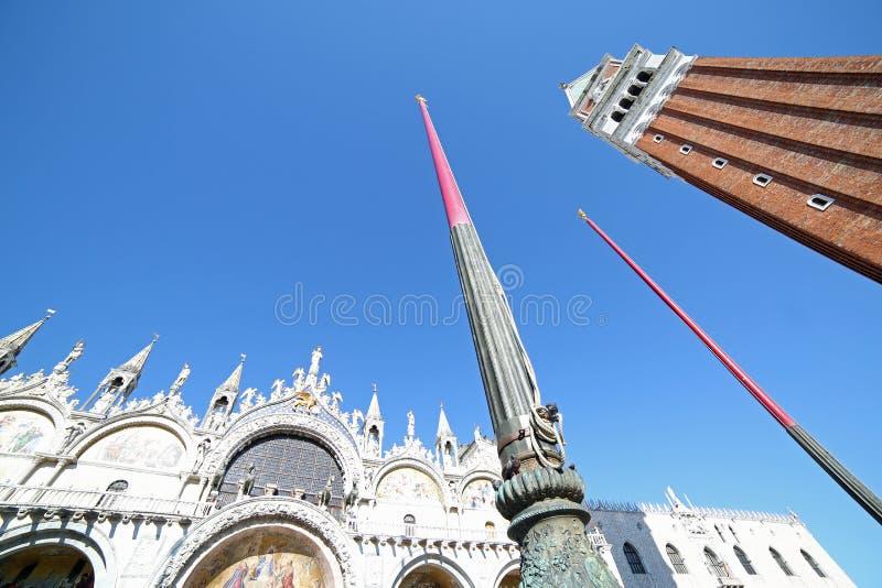 Venedig i Italien det höga klockatornet av basilikan av St Mark royaltyfria foton