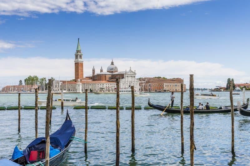 Venedig i Italien, gondoler och den Lido ön arkivfoton