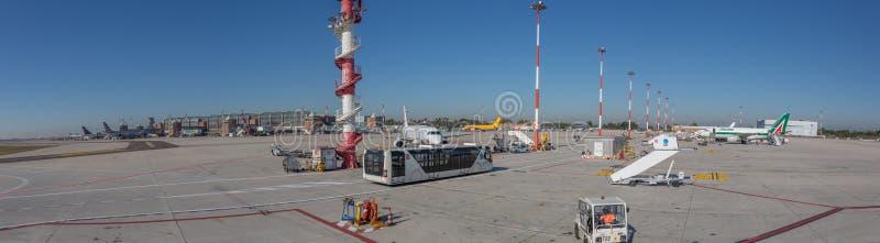 Venedig internationell flygplats, Italien - panoramautsikt arkivfoton
