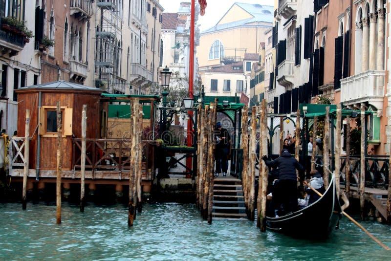 Venedig Italien, December 28, 2018 hytt för Venedig gondoler arkivbilder