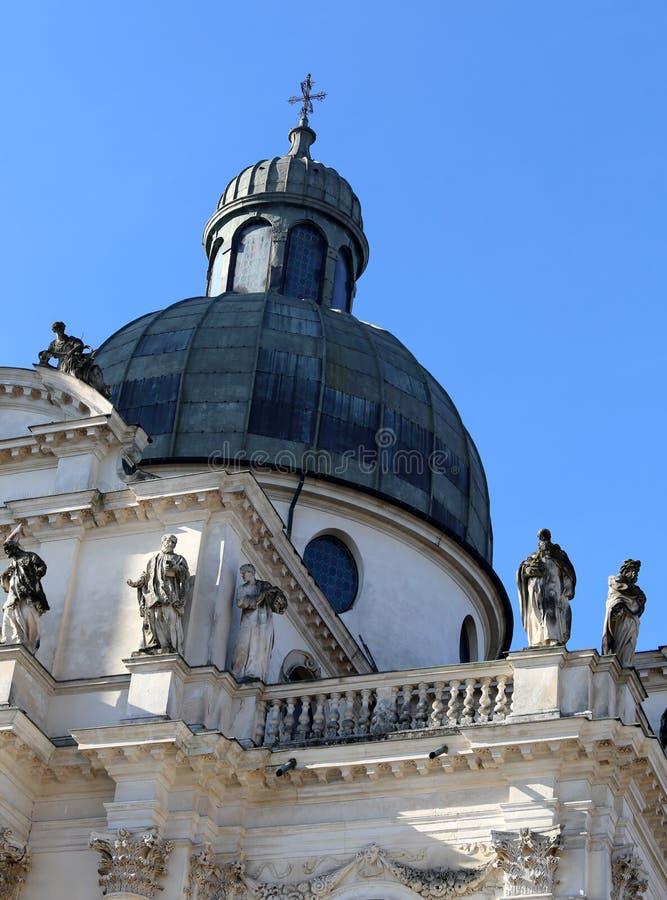 Venedig Italien det höga Klocka tornet av St Mark och forntida palac arkivfoton