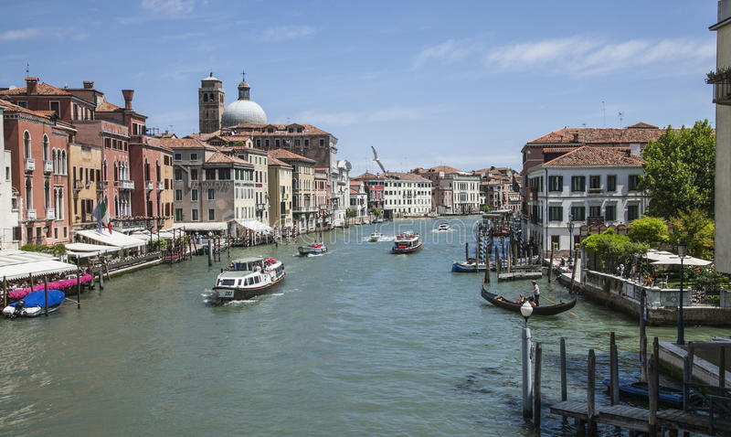 Venedig Italien - fartyg och byggnader royaltyfri bild