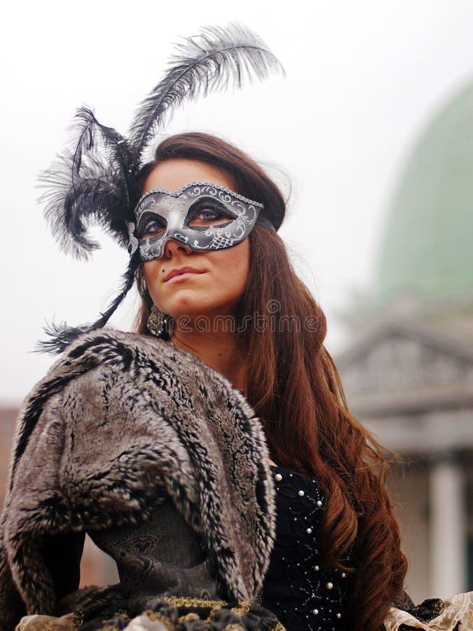VENEDIG, ITALIEN - 30. Januar 2016 - Frau in der Maske am Venedig-Karneval stockbild
