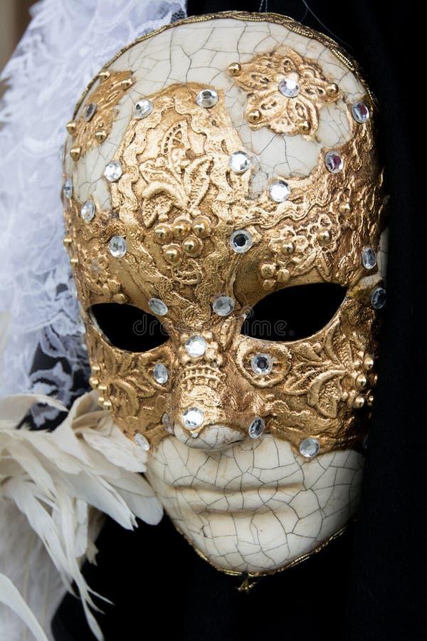 Venedig, Italien - 31. Januar 2016: Traditionelle Karnevalsmasken f?r Verkauf in einem Gesch?ft in Venedig lizenzfreie stockbilder
