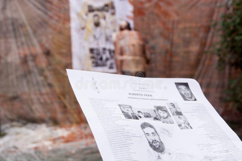 Venedig, Italien - 20. Juli 2018: Detail der traditionellen scherzenden Biografie gelesen von Schulabgänger während der Staffelun lizenzfreies stockfoto