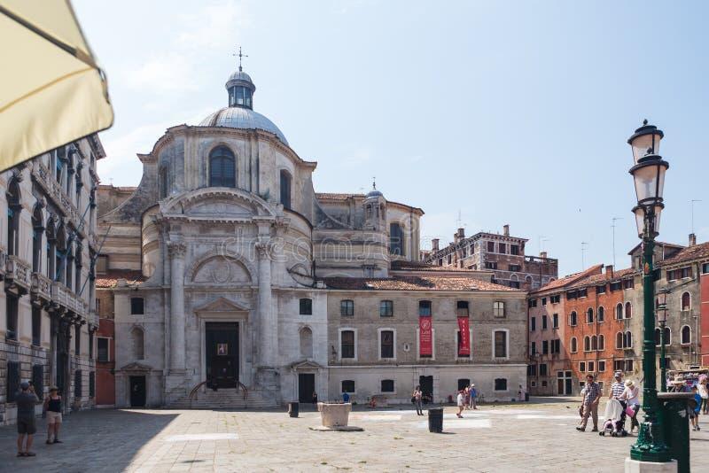 VENEDIG, ITALIEN - 15. JUNI 2016 Aussicht auf die Kirche San Geremia am San Geremia Platz lizenzfreies stockbild