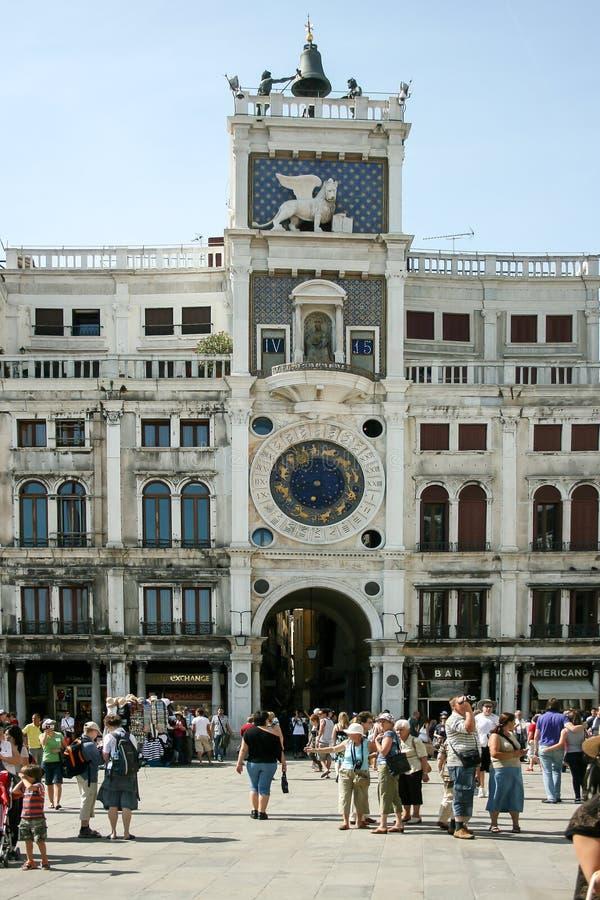 Venedig Italien - Juni 21, 2010: För klockatorn för zodiak astronomisk Torre dell Orologio på piazza San Marko för fyrkant för St royaltyfri bild