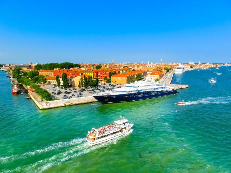 Venedig, Italien - 6. Juni 2015: Kreuzfahrthafen lizenzfreies stockbild
