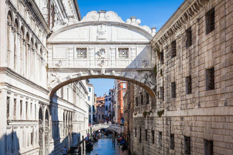 VENEDIG, ITALIEN - 27. Juni 2016: Seufzerbrücke lizenzfreies stockbild