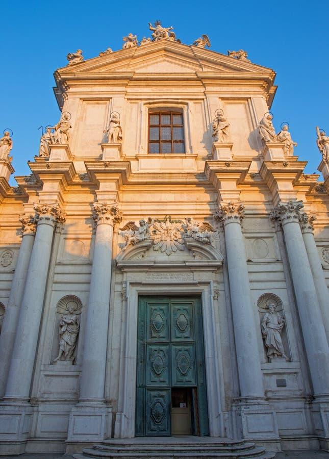 VENEDIG, ITALIEN - 13. MÄRZ 2014: Kirche Chiesa-dei Gesuiti stockbilder