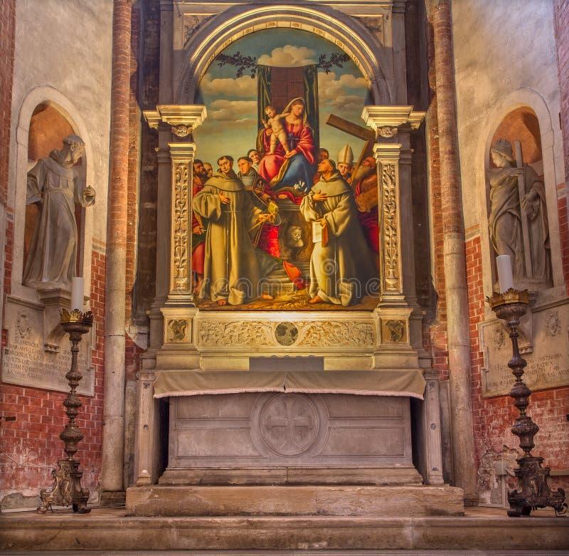 VENEDIG, ITALIEN - 12. MÄRZ 2014: Madonna mit den ersten Franziskanermärtyrern in Kirche Basilikadi Santa Maria Gloriosa-dei Frar lizenzfreies stockbild