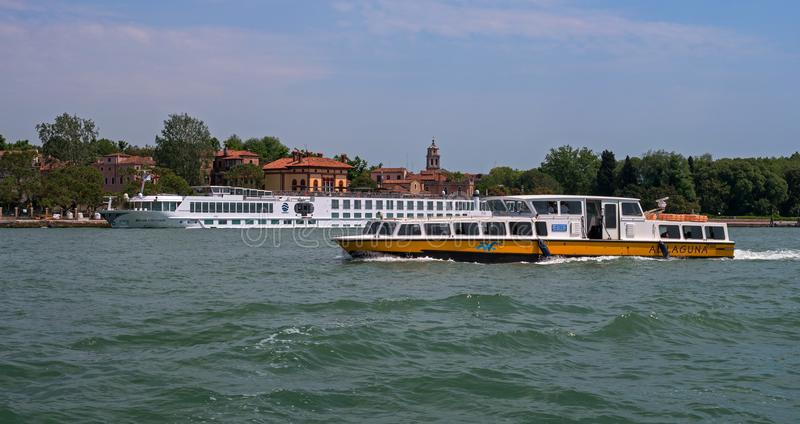 Venedig, Italien - 7. Mai 2018: Fluss-Kreuzschiff FLUSS-GRÄFIN durch Croisi Europa in Venedig Das Schiff wird am Pier festgemacht stockfotos