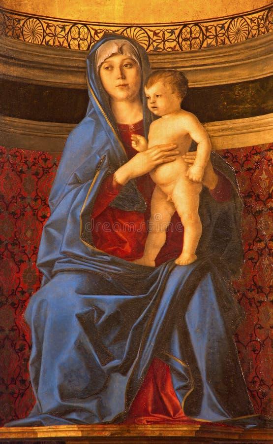 VENEDIG ITALIEN - MARS 12, 2014: Madonna della Misericordia från sakristia av den kyrkliga basilikadiSanta Maria Gloriosa deien F royaltyfri foto
