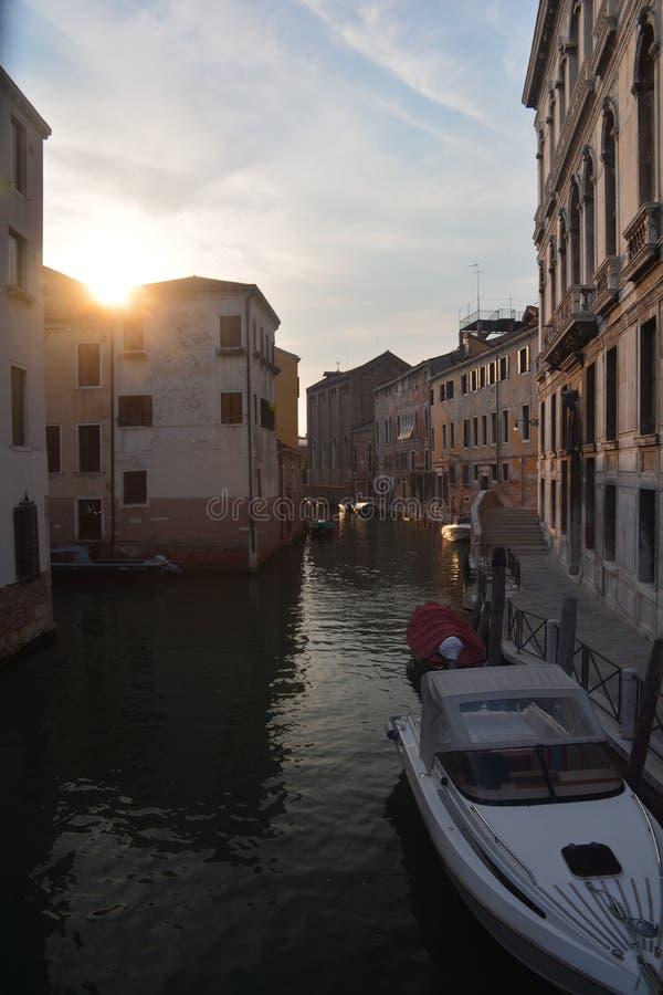 Venedig Italien på solnedgången arkivfoton