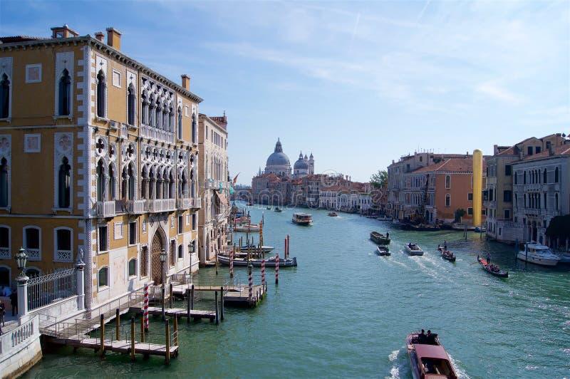 Venedig Italien, Santa Maria della Salute med den storslagna kanalen royaltyfri bild