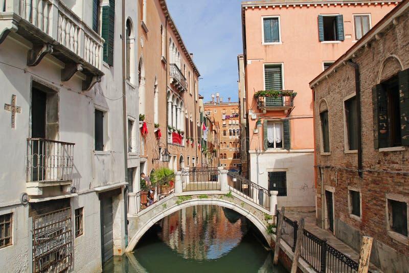 Venedig, Italien - September 04,2017: Sch?ne und bunte H?user entlang dem Fluss in der Venedig-Stadt stockbild