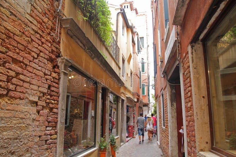 Venedig, Italien - September 04,2017: Sch?ne und bunte H?user an Venedig-Stadt mit blauem Himmel und Wolke stockfoto