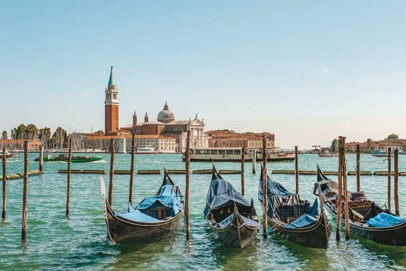 Venedig Italien, September 4, 2018 Venedig stad av Italien Sikt av kanalen, det Venetian landskapet med fartyg och gondoler arkivfoto