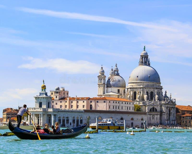 Venedig Italien stor kanal, gondol och arkitektur basilica della di maria honnör santa arkivfoto