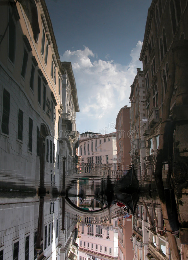 Venedig-Kanal-Reflexion lizenzfreie stockfotografie