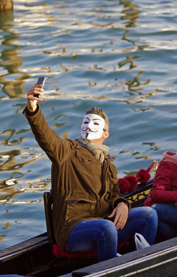Venedig-Karnevals-Feiernder, der Selfie nimmt lizenzfreie stockbilder