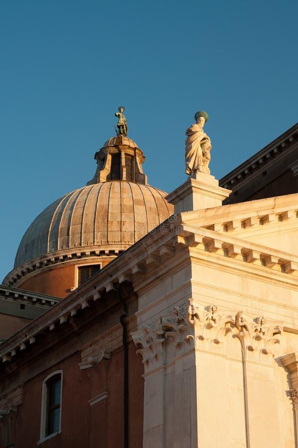 Venedig-Kirche im Sonnenuntergang stockbild