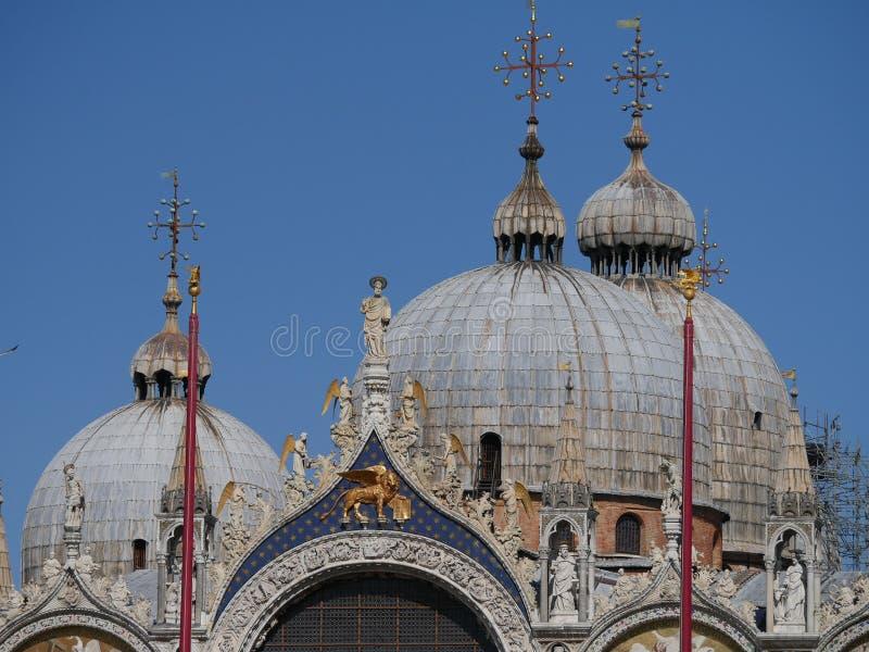 Venedig - kupolen i San Marco den kyrkliga domkyrkan royaltyfri foto