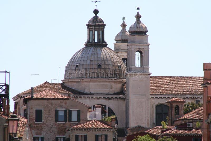 Venedig, kyrka- och taksikt royaltyfria foton