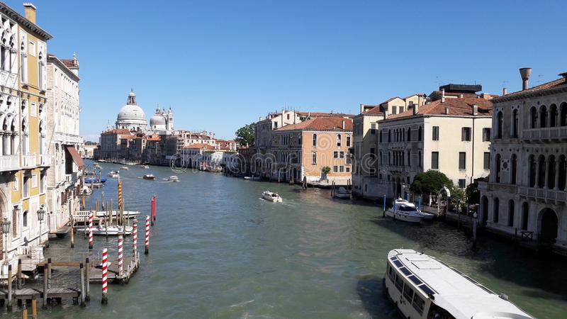 Venedig-Landschaft mit blauem Himmel lizenzfreies stockbild