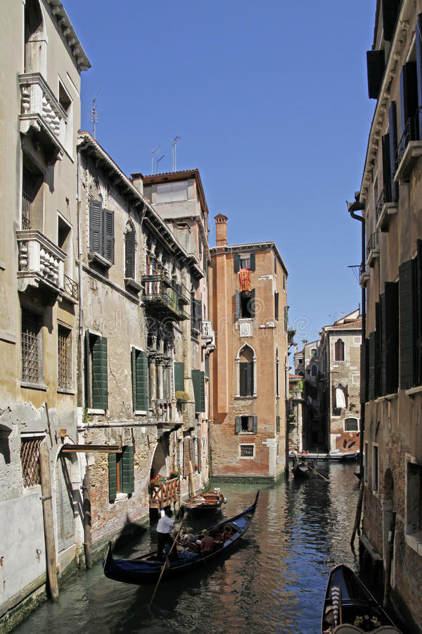 Venedig, mit Gondel de Kanal imagen de archivo