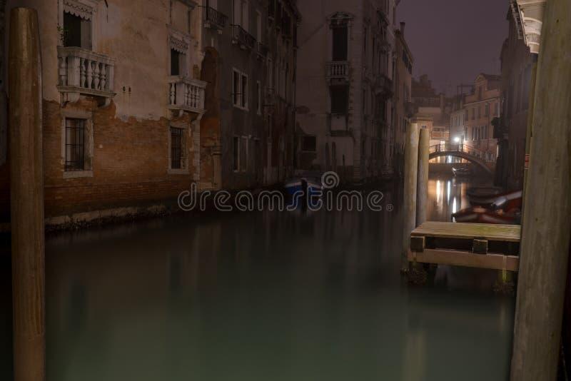 Venedig nachts, weg von den touristischen Wegen lizenzfreie stockfotos