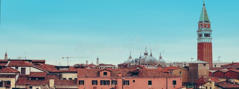 Venedig panorama- flyg- sikt med r?da tak, Veneto, Italien arkivbild