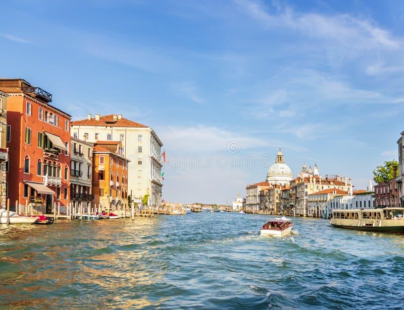 Venedig sikt på Grand Canal och Santa Maria della Salute, det royaltyfri foto
