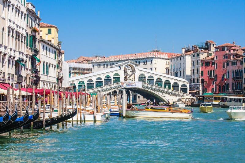Venedig - stora Rialto bro och Canale royaltyfri fotografi