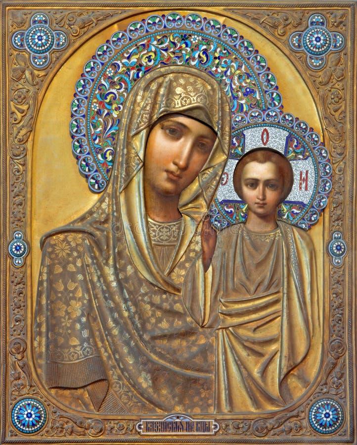 Venedig - symbol av Madonna med barnet från ryss i kyrka av San Martino av St Martin på den Burano ön. arkivfoton