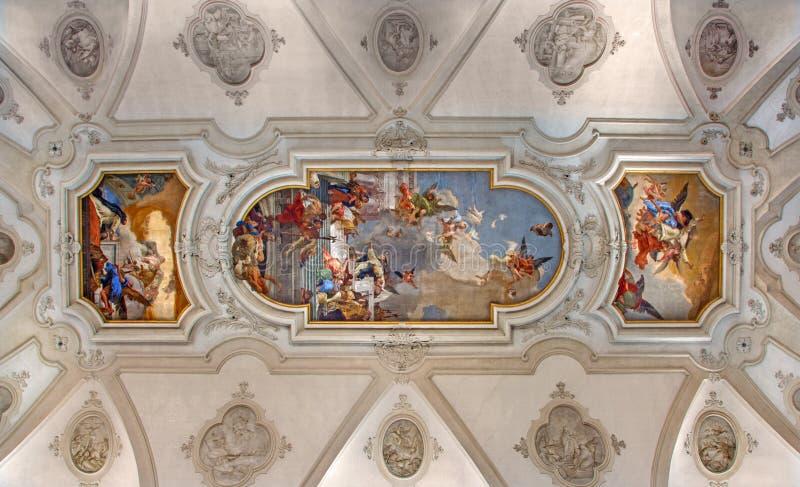 Venedig - takfreskomålning från kyrkliga Santa Maria del Rosario (den Chiesa deien Gesuati) vid Giovanni Battista Tiepolo från 18 royaltyfri foto