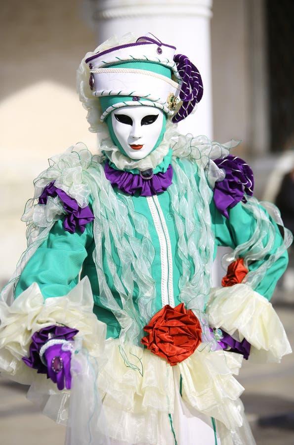 Venedig VE, Italien - Februari 5, 2018: maskerad person på den Venedig karnevalet royaltyfri foto