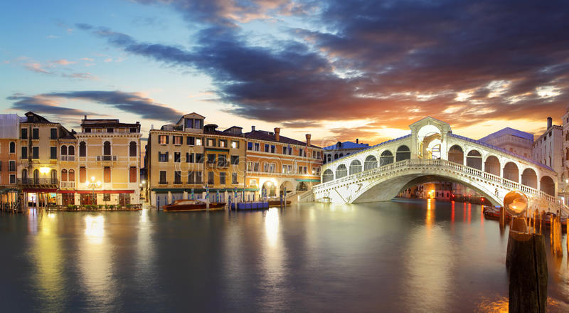 Venetië - de brug en Grand Canal van Rialto royalty-vrije stock foto's