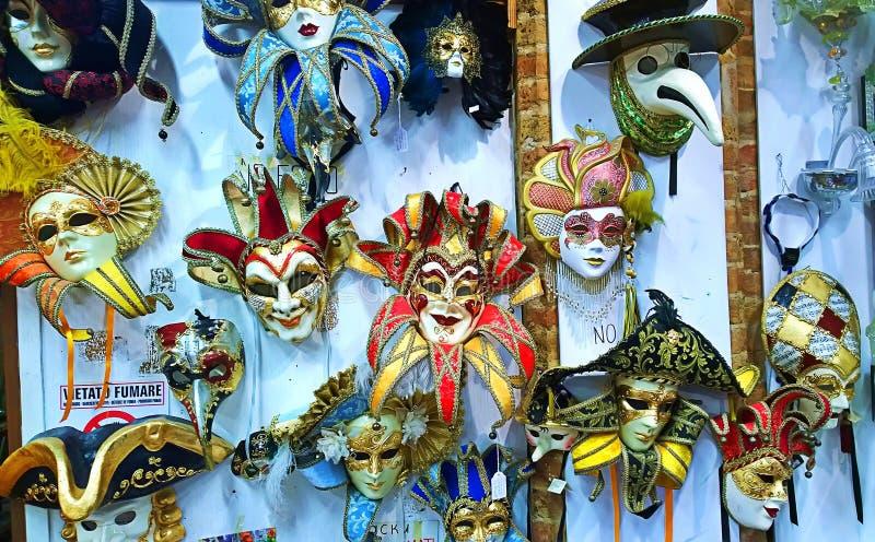 Venetië De maskers van Carnaval stock foto
