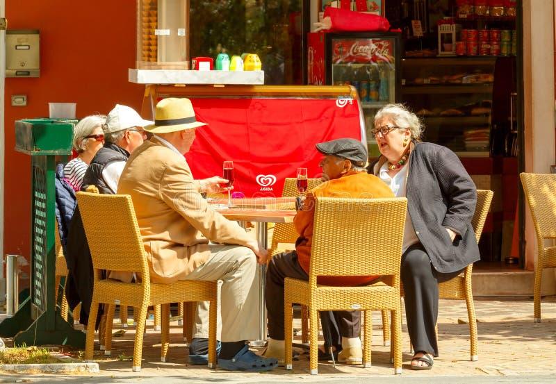 Venetië Een groep toeristen op het Eiland Burano royalty-vrije stock afbeeldingen