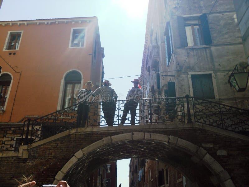 Venetië en gondolieres stock fotografie