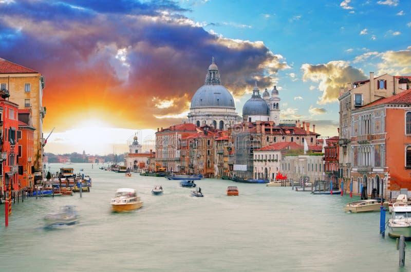 Venetië - Grand Canal en Basiliek Santa Maria della Salute stock afbeelding