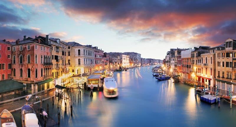 Venetië - Groot Kanaal van Rialto-brug stock foto