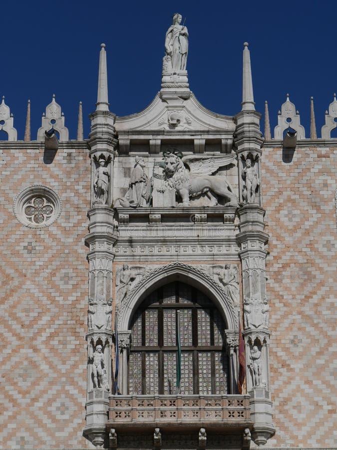 Venetië - Hertogelijk paleis in het vierkant van San Marco stock afbeeldingen