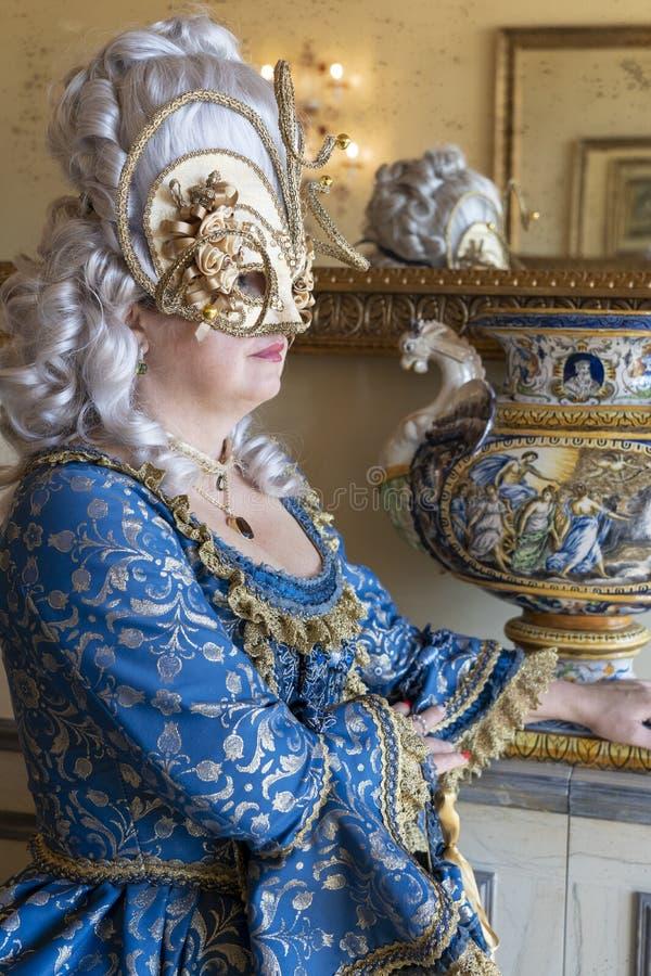 Venetië, Italië: 26 februari 2019 : Venetië carnaval 2019 Venetian Carnival Costume Venetian Carnival Mask Venetië, Italië royalty-vrije stock foto