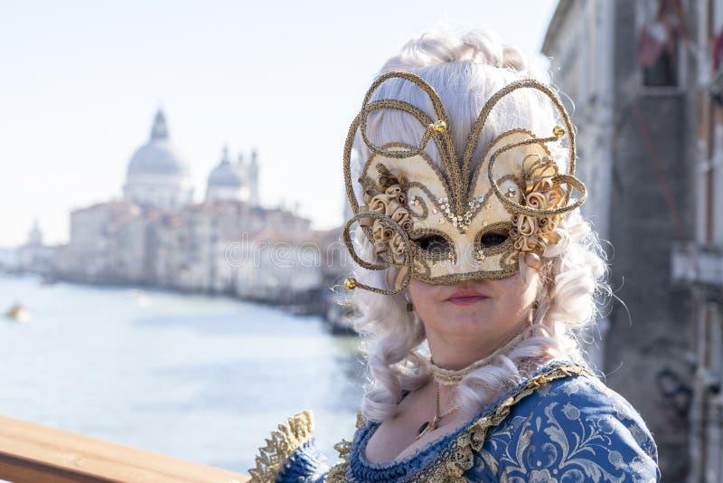 Venetië, Italië: 26 februari 2019 : Venetië carnaval 2019 Venetian Carnival Costume Venetian Carnival Mask Venetië, Italië royalty-vrije stock afbeeldingen