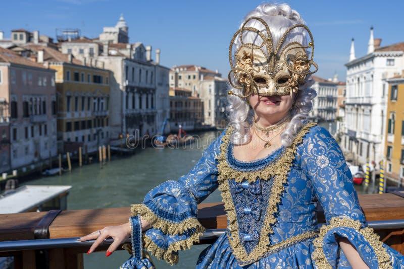 Venetië, Italië: 26 februari 2019 : Venetië carnaval 2019 Venetian Carnival Costume Venetian Carnival Mask Venetië, Italië royalty-vrije stock fotografie