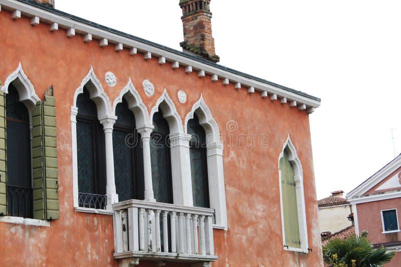 Venetië/Italië - Februari 02 2018 Mening van het kanaal Februari 2018 Venetiaanse architectuur stock afbeelding